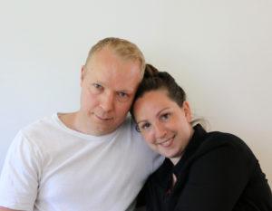 Et billede i farver af kærester og partnere i Lovecast - Jonas & Anna