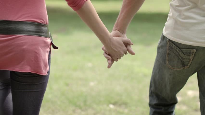 Hvordan holder I hinanden i hånden?